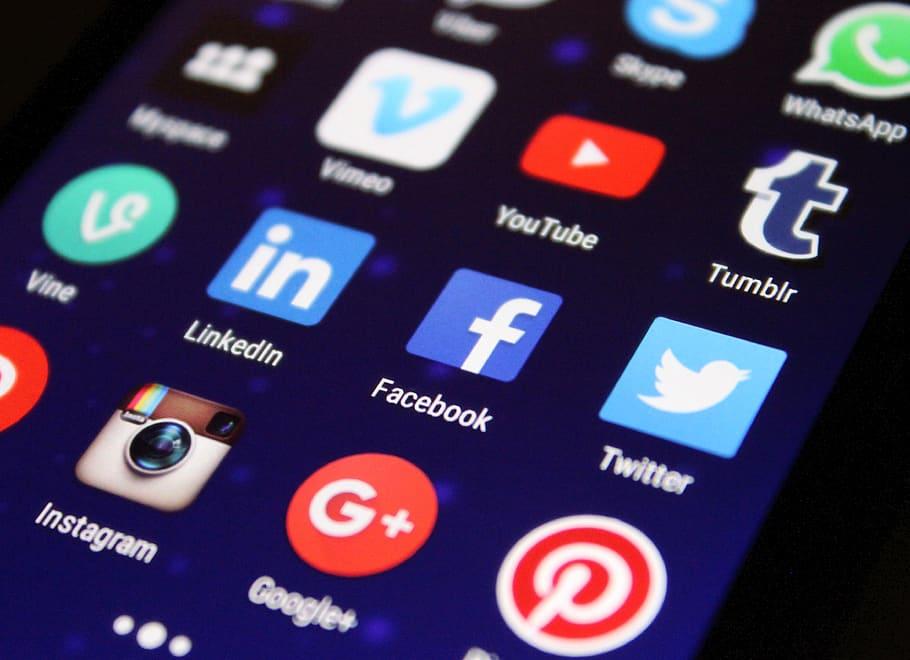 Arnaques et Piratages - réseaux sociaux